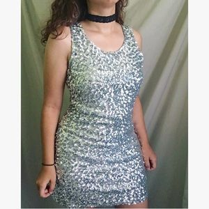 Dresses - 💦✨Sparkly Silver Party Dress!✨💦